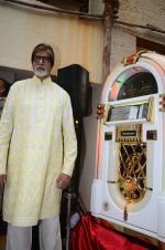 Amitabh Bachchan celebrates his birthday with media on 11th Oct 2016 (47)_57fdcd0c52b19.JPG