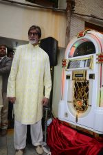 Amitabh Bachchan celebrates his birthday with media on 11th Oct 2016 (48)_57fdcd19191d1.JPG