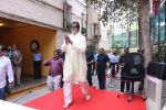 Amitabh Bachchan celebrates his birthday with media on 11th Oct 2016 (78)_57fdce6102620.JPG