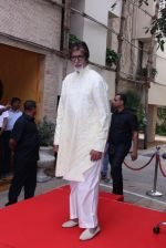 Amitabh Bachchan celebrates his birthday with media on 11th Oct 2016 (87)_57fdcf1d02d6b.JPG