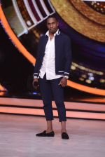 DJ Bravo on the sets of Jhalak dikhhla jaa season 9 on 11th Oct 2016 (135)_57fdce849739a.JPG
