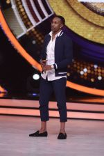 DJ Bravo on the sets of Jhalak dikhhla jaa season 9 on 11th Oct 2016 (136)_57fdce90afd16.JPG