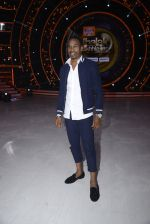 DJ Bravo on the sets of Jhalak dikhhla jaa season 9 on 11th Oct 2016 (152)_57fdcf2565b2f.JPG