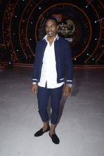 DJ Bravo on the sets of Jhalak dikhhla jaa season 9 on 11th Oct 2016 (155)_57fdcf5453ecc.JPG