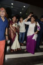 Rani Mukherjee at Durga Pooja on 11th Oct 2016 (21)_57fdcddc1ecaf.JPG