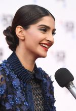 Sonam Kapoor at Mirzya premiere in BFI London Film festival on 10th Oct 2016 (34)_57fdc20ea7151.JPG