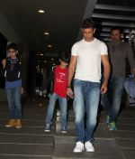 Hrithik Roshan snapped with kids  on 12th Oct 2016 (4)_57ff3163b1533.JPG