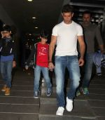Hrithik Roshan snapped with kids  on 12th Oct 2016 (5)_57ff318d383c6.JPG
