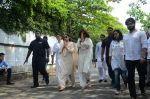 Shilpa Shetty_s father_s funeral on 12th Oct 2016 (2)_57ff1abe0e410.jpg