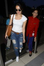 shraddha kapoor leaves for shillong on 12th Oct 2016 (1)_57ff37475be3b.JPG