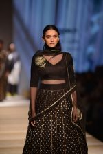 Aditi Rao Hydari walk the ramp for Road to Chanderi show in AIFW on 12th Oct 2016 (10)_580069d05a4fd.jpg
