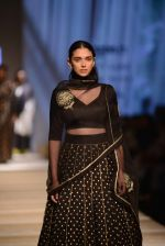 Aditi Rao Hydari walk the ramp for Road to Chanderi show in AIFW on 12th Oct 2016 (11)_580069efe14d5.jpg