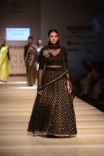 Aditi Rao Hydari walk the ramp for Road to Chanderi show in AIFW on 12th Oct 2016 (4)_5800617ae936d.jpg