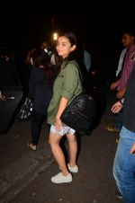 Alia Bhatt snapped on 13th Oct 2016 (8)_5800c28a3a283.JPG