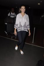 Amy Jackson snapped at airport on 13th Oct 2016 (20)_5800c52c01fb4.JPG
