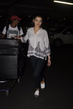 Amy Jackson snapped at airport on 13th Oct 2016 (28)_5800c57fbea07.JPG