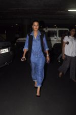 Neha Dhupia snapped at airport on 13th Oct 2016 (9)_5800c5992e9a2.JPG