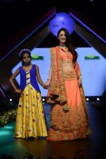 Sandeepa Dhar at Smile Foundation charity fashion show on 13th Oct 2016 (107)_5800d0b82faa3.JPG