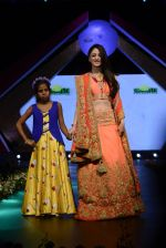 Sandeepa Dhar at Smile Foundation charity fashion show on 13th Oct 2016 (106)_5800d098e6760.JPG