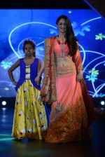 Sandeepa Dhar at Smile Foundation charity fashion show on 13th Oct 2016 (108)_5800d0d449bd8.JPG