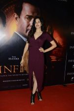Sonnalli Seygall at Inferno premiere on 12th Oct 2016 (60)_5800b7d78092e.JPG