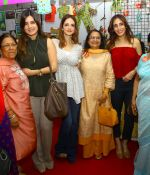 Suzanne Khan inaugurate Archana Trust exhibition on 12th Oct 2016 (50)_58005cdd2c33a.JPG