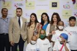 Twinkle khanna and Imran khan inaugurate helping hands exhibition in st regis on 13th Oct 2016 (75)_5800bca501ab5.JPG