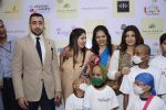 Twinkle khanna and Imran khan inaugurate helping hands exhibition in st regis on 13th Oct 2016 (77)_5800bcb4b0292.JPG