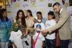 Twinkle khanna and Imran khan inaugurate helping hands exhibition in st regis on 13th Oct 2016 (79)_5800bcc6b7ca7.JPG
