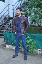 Varun Dhawan on the sets of Yaadon Ki Baarat on 13th Oct 2016 (29)_5800c9425a238.JPG
