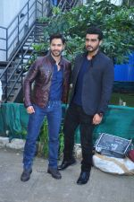 Varun Dhawan, Arjun Kapoor on the sets of Yaadon Ki Baarat on 13th Oct 2016 (16)_5800ca1cb426d.JPG