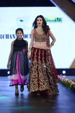 at Smile Foundation charity fashion show on 13th Oct 2016 (193)_5800d56c14b9a.JPG