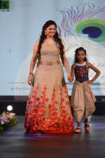 at Smile Foundation charity fashion show on 13th Oct 2016 (43)_5800d0920bf31.JPG