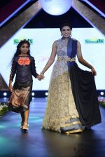 at Smile Foundation charity fashion show on 13th Oct 2016 (73)_5800d20bc63a7.JPG