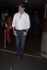 Anupam Kher snapped at airport on 14th Oct 2016 (5)_5802297961ff4.JPG