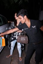Bipasha Basu snapped at Aalim Hakim_s on 14th Oct 2016 (12)_580221ba390c8.JPG