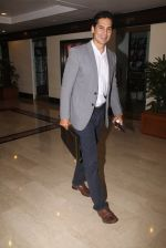 Dino Morea snapped at lobby of Trident for ET Panache trend setters awards on 14th Oct 2016 (18)_580221f75bb2e.JPG