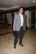 Dino Morea snapped at lobby of Trident for ET Panache trend setters awards on 14th Oct 2016 (20)_580222093e1c3.JPG