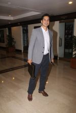 Dino Morea snapped at lobby of Trident for ET Panache trend setters awards on 14th Oct 2016 (21)_58022211759e9.JPG