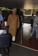 Javed Akhtar snapped at airport on 14th Oct 2016 (38)_580218ede83a1.JPG