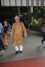 Javed Akhtar snapped at airport on 14th Oct 2016 (39)_580218f5d9b9e.JPG