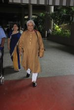 Javed Akhtar snapped at airport on 14th Oct 2016 (41)_5802190b9044d.JPG