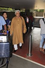 Javed Akhtar snapped at airport on 14th Oct 2016 (42)_5802191b2225f.JPG