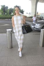 Kareena Kapoor snapped at airport on 14th Oct 2016 (40)_580219923d81c.JPG