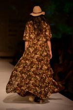 Model walk the ramp for Asheema Leena show on day 2 of AIFW on 14th Oct 2016 (20)_580213d11ceb2.jpg