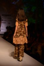 Model walk the ramp for Asheema Leena show on day 2 of AIFW on 14th Oct 2016 (24)_580213f20fc60.jpg