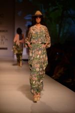 Model walk the ramp for Asheema Leena show on day 2 of AIFW on 14th Oct 2016 (7)_580213666899a.jpg