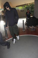 Ranbir Kapoor snapped at airport on 14th Oct 2016 (28)_58021a1938f5e.JPG