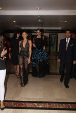 Sonam Kapoor snapped at lobby of Trident for ET Panache trend setters awards on 14th Oct 2016 (30)_5802222921fac.JPG