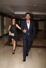 Suzanne Khan, Zayed Khan snapped at lobby of Trident for ET Panache trend setters awards on 14th Oct 2016 (14)_5802229c35846.JPG